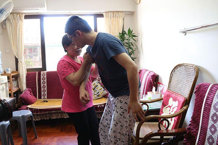 六旬母痛哭:我在生一日都會照顧佢