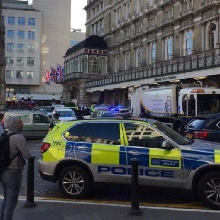 男子聲稱持炸彈闖路軌被捕