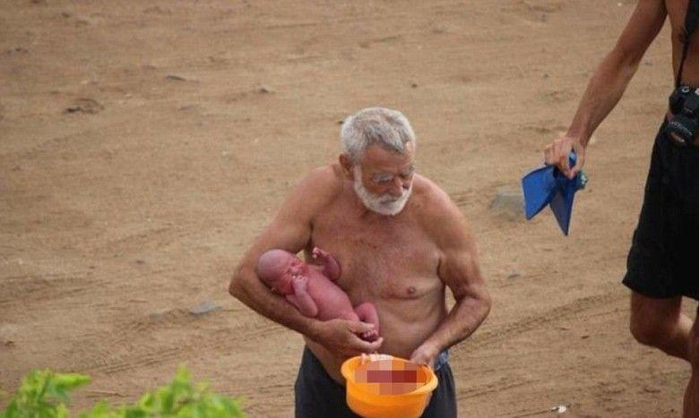 丈夫醫生接生抱嬰上岸