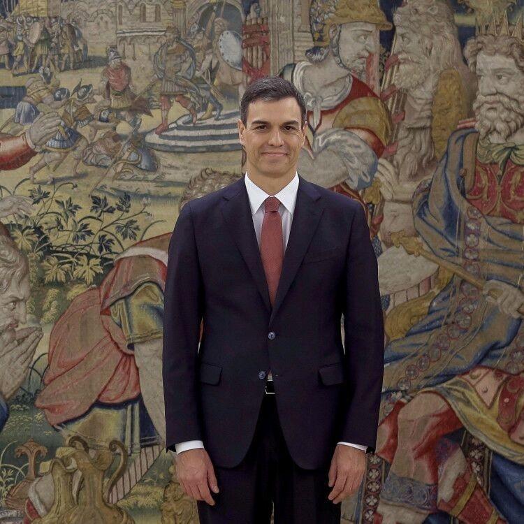 西班牙新首相桑切斯宣誓就職