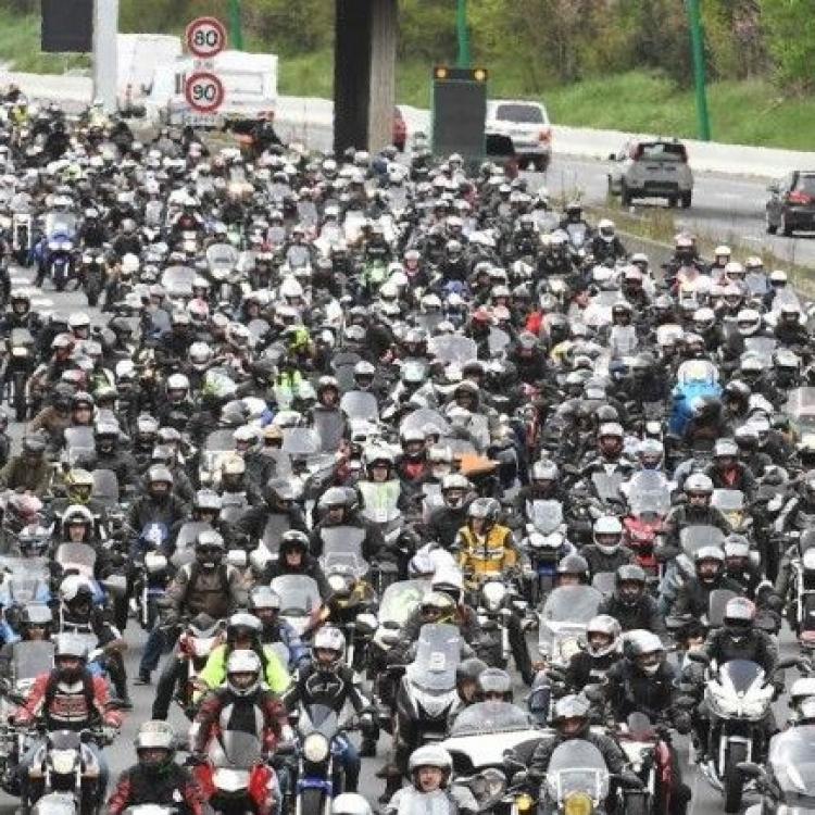 巴黎電單車司機遊行抗議區內限速