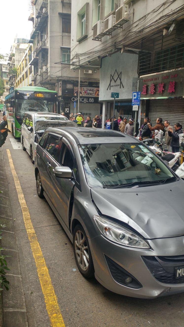 巴士油門失控撞死女途人