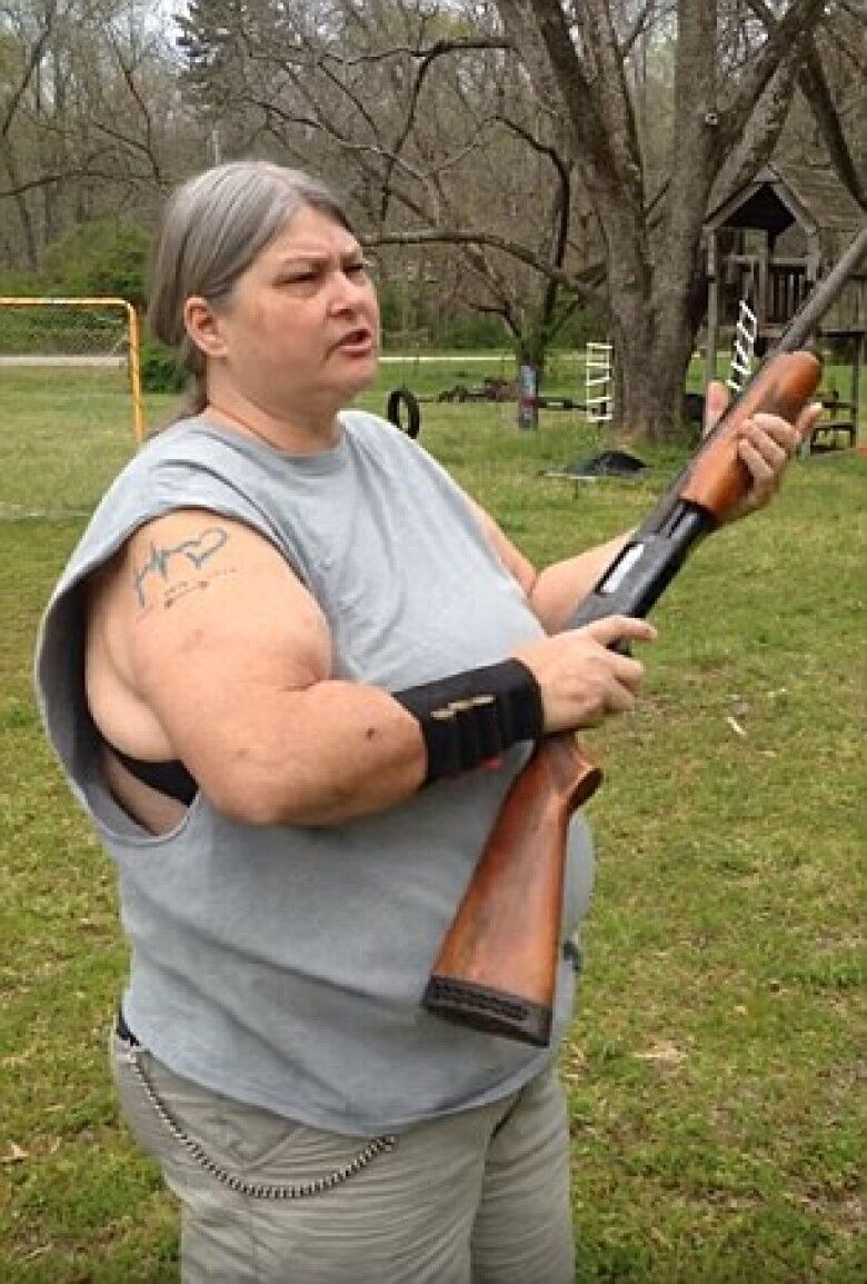 美母開槍打爆子女iPhone