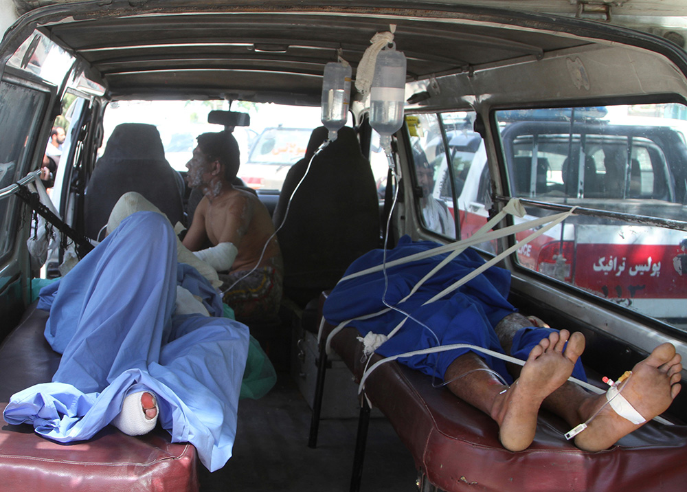 阿富汗奪命車禍釀52死73傷