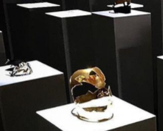 骨牌式毀160萬元展品