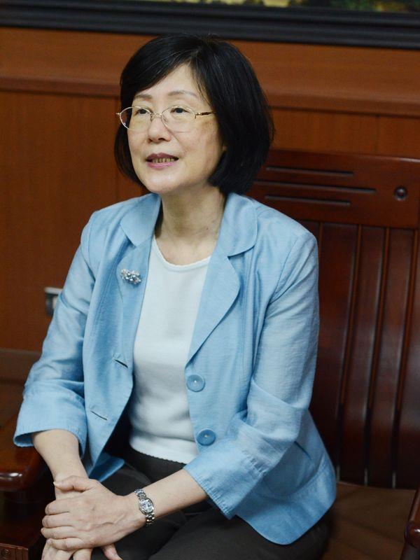 羅瑩雪赴陸公務參訪五日