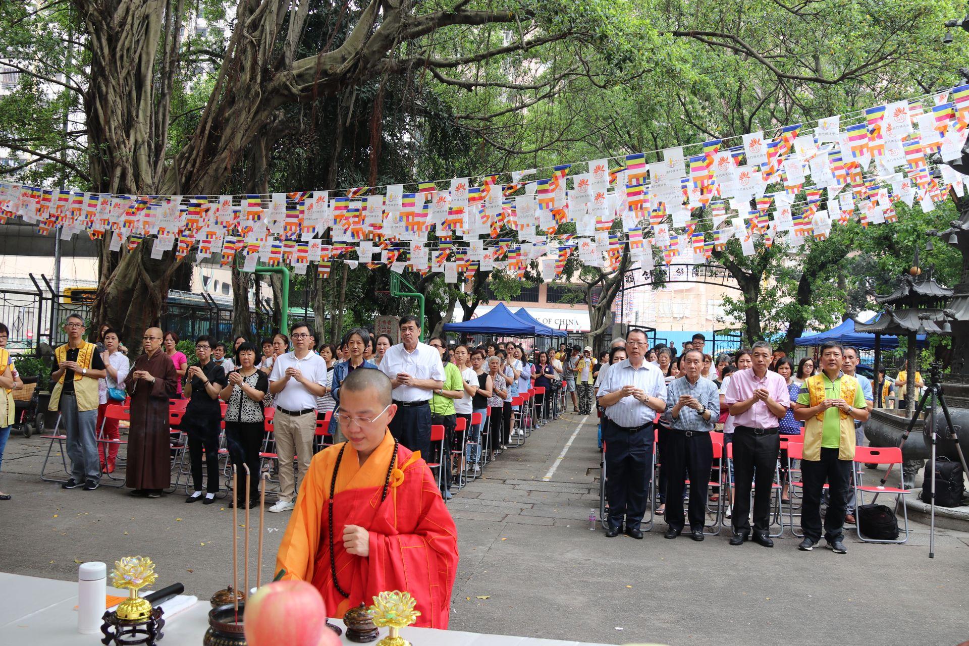 團體舉辦風災獻燈祈福活動