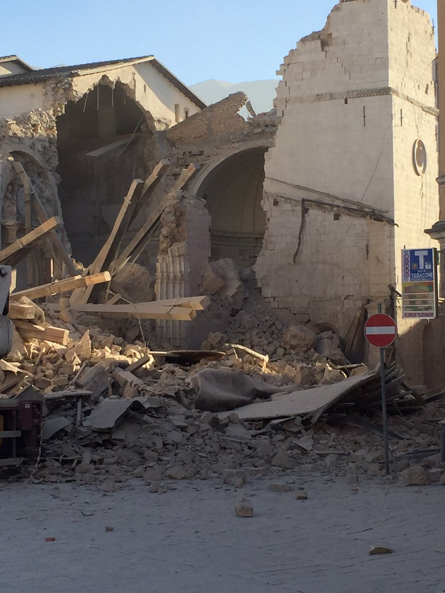 房屋倒塌20人傷