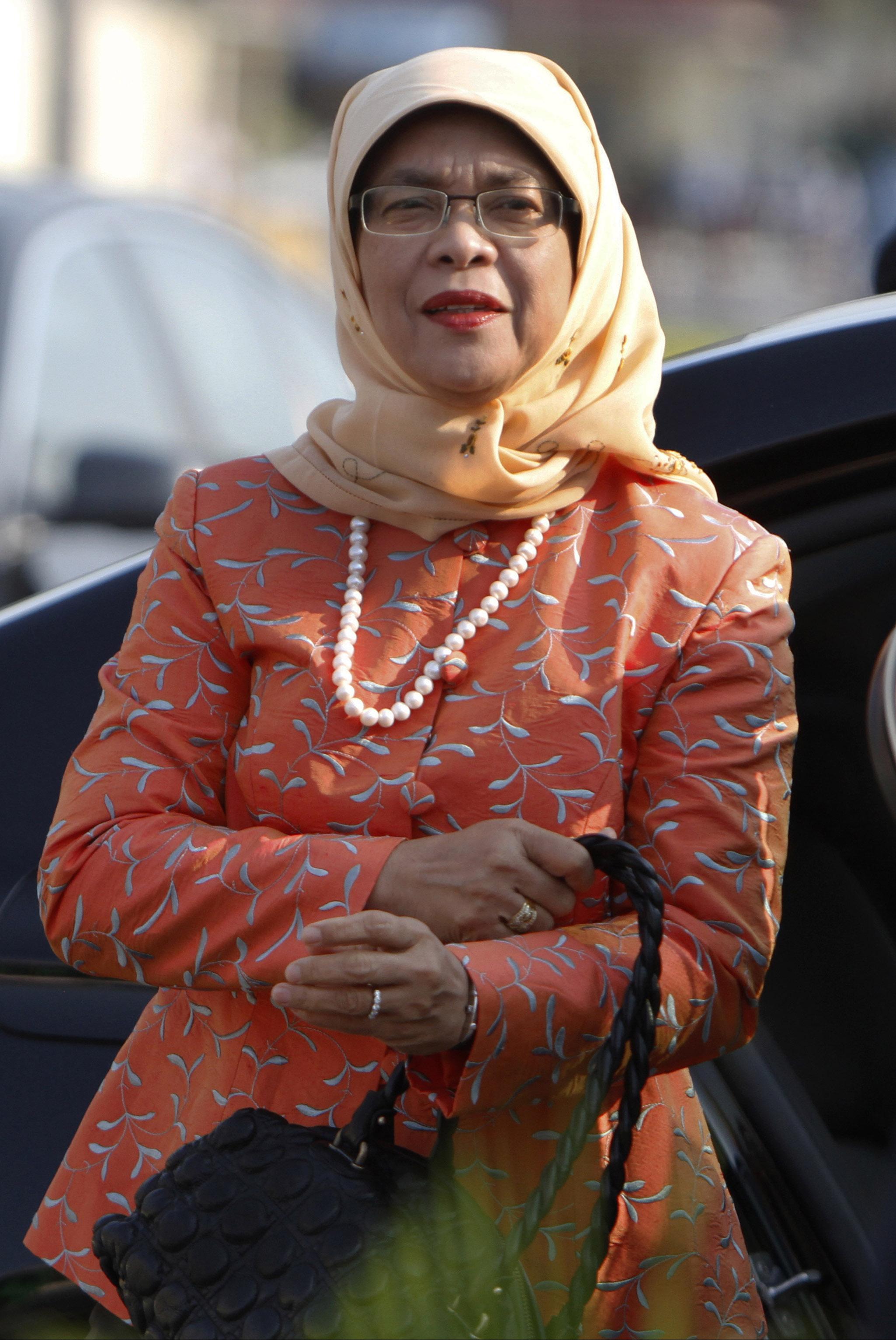 前國會議長勢成首位女總統