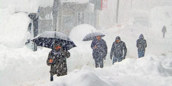 土耳其清真寺積雪滑落如雪崩