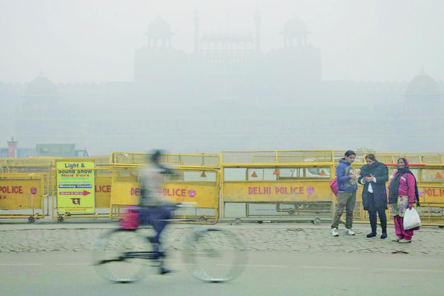 霧霾鎖城 新德里不見天日