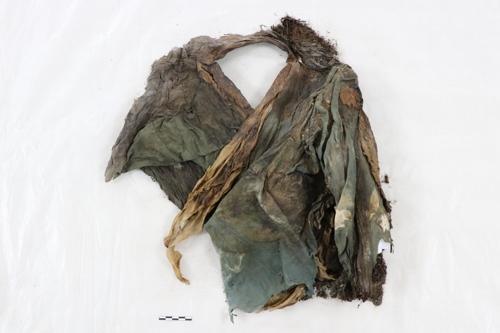 身穿2000年前中國服飾