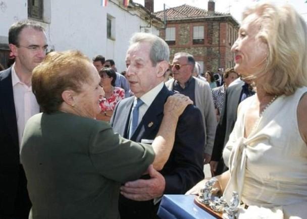 西班牙80村民暴富