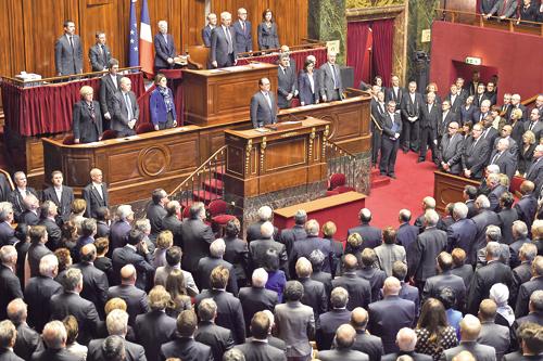 奧朗德:法國處於戰爭 誓摧毀「伊斯蘭國」