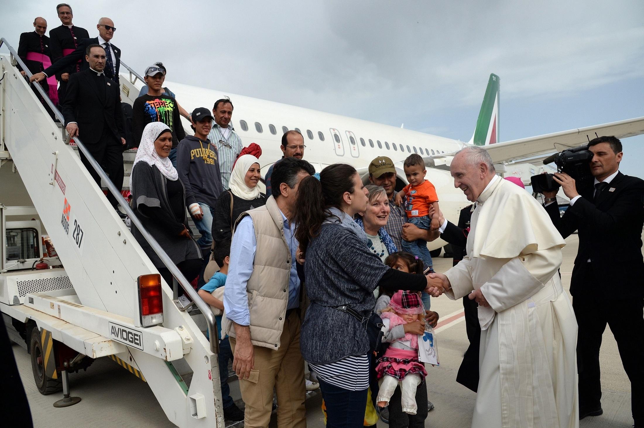 教宗帶12名敘難民返梵蒂岡
