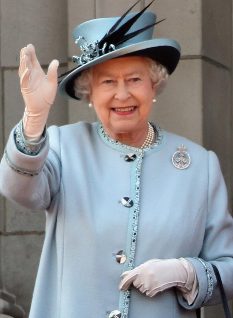 白金漢宮:女王及王夫安好