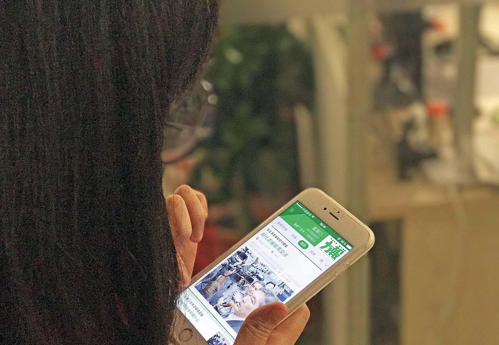 手機成上網獲取資訊主要工具