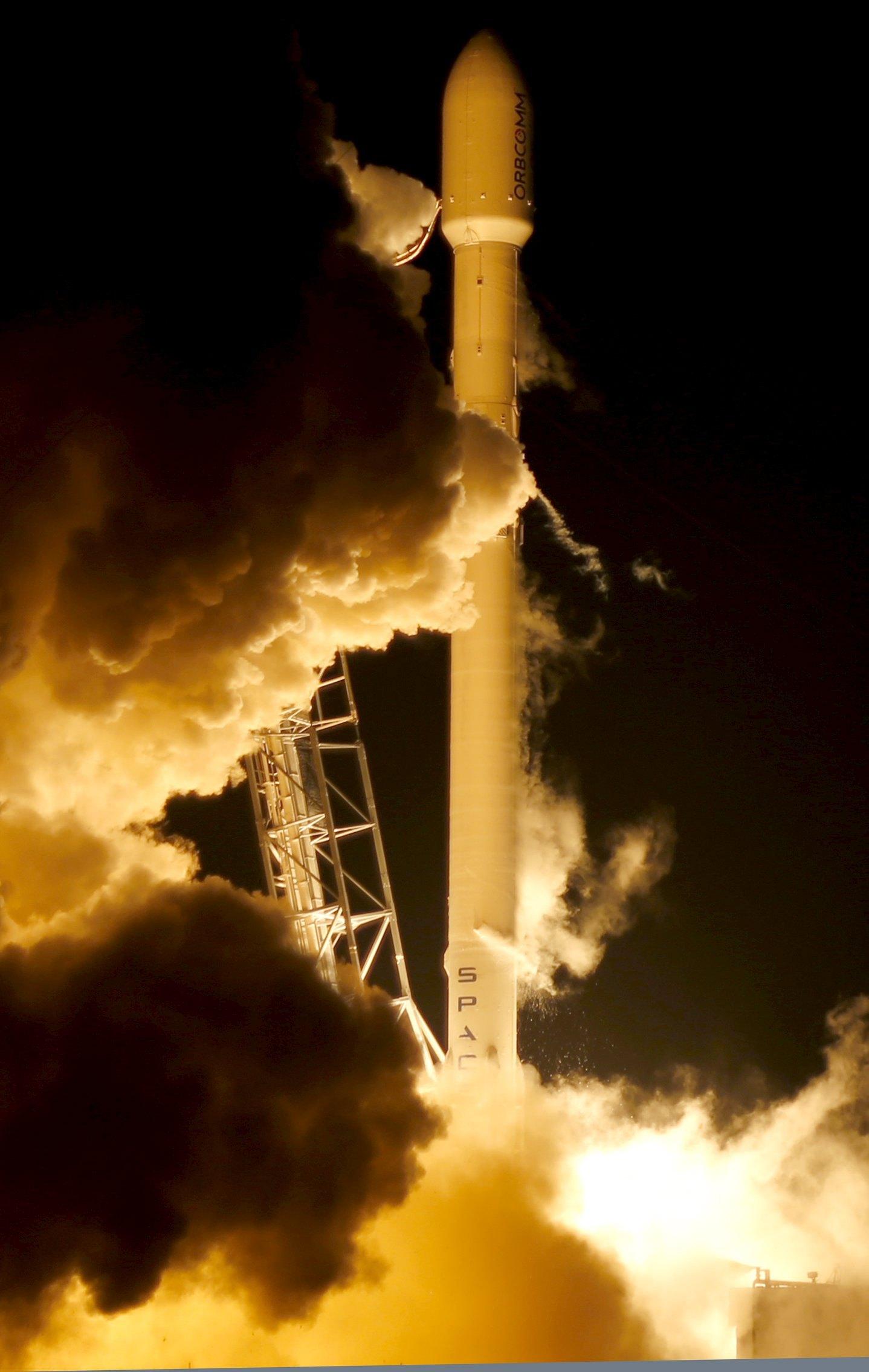 SpaceX成功回收火箭