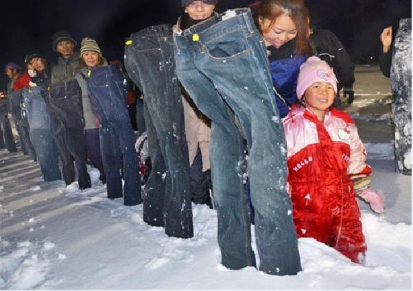 295條冰凍牛仔褲雪地屹立
