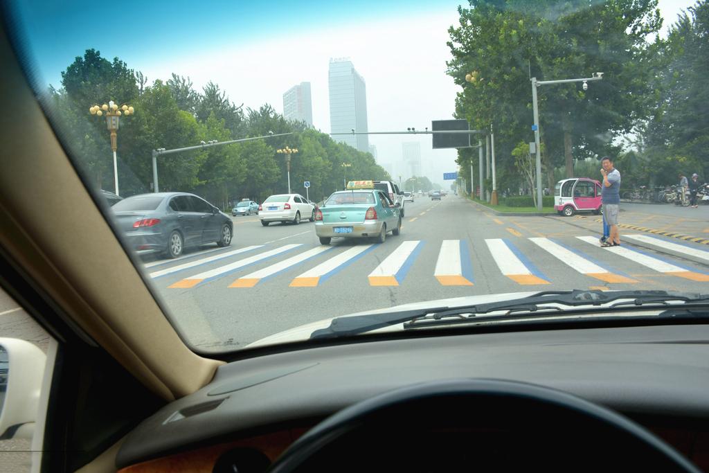 凸起效果提醒司機減速慢行