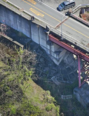 探靈途中車墜崖釀四死傷