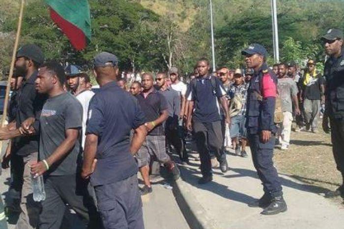 開槍鎮壓學生示威傳四死11傷