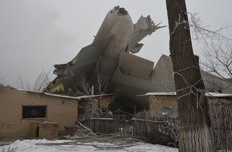撞入民宅至少37死