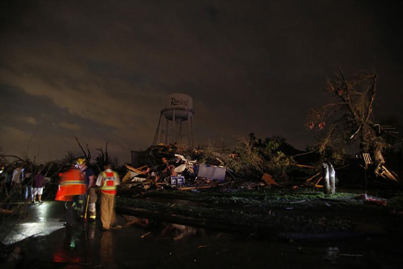 得州公路五人被龍捲風捲走死亡