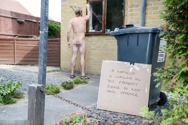 在家裸體工作被拘捕
