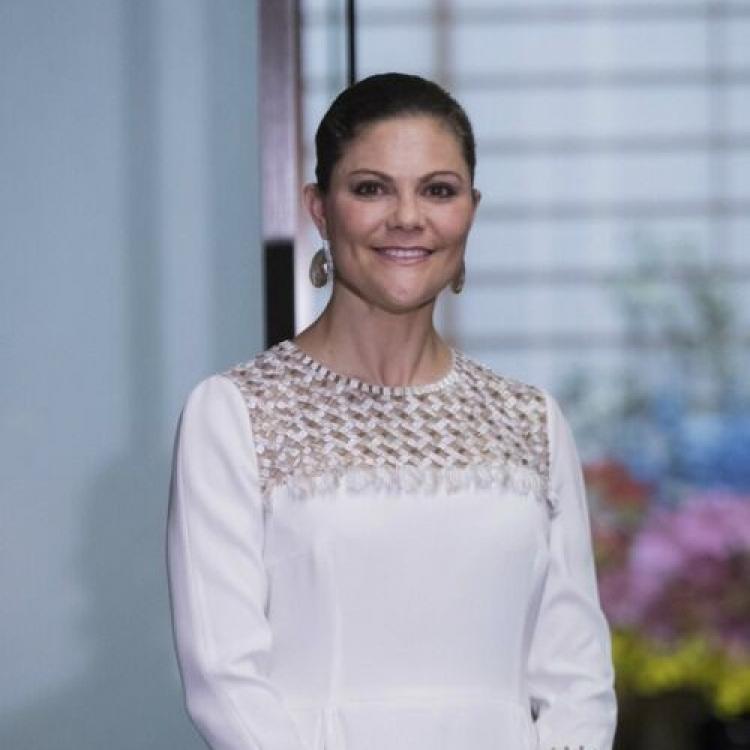 瑞典女王儲遭鹹豬手襲臀