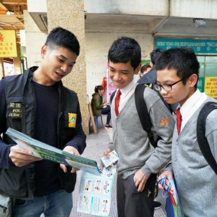 司警局復活節前夕進行青少年防罪宣傳