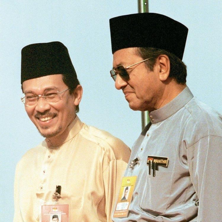 馬哈迪擬任總理一至兩年後交棒安華