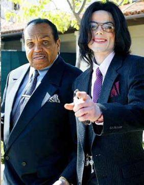 已故樂壇天王MJ之父病逝