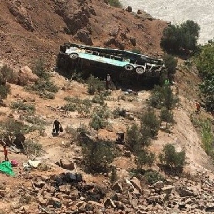 秘魯雙層巴士失控墮崖44死