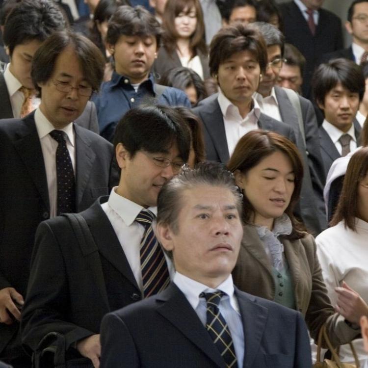 日政府延公務員退休年齡至65歲