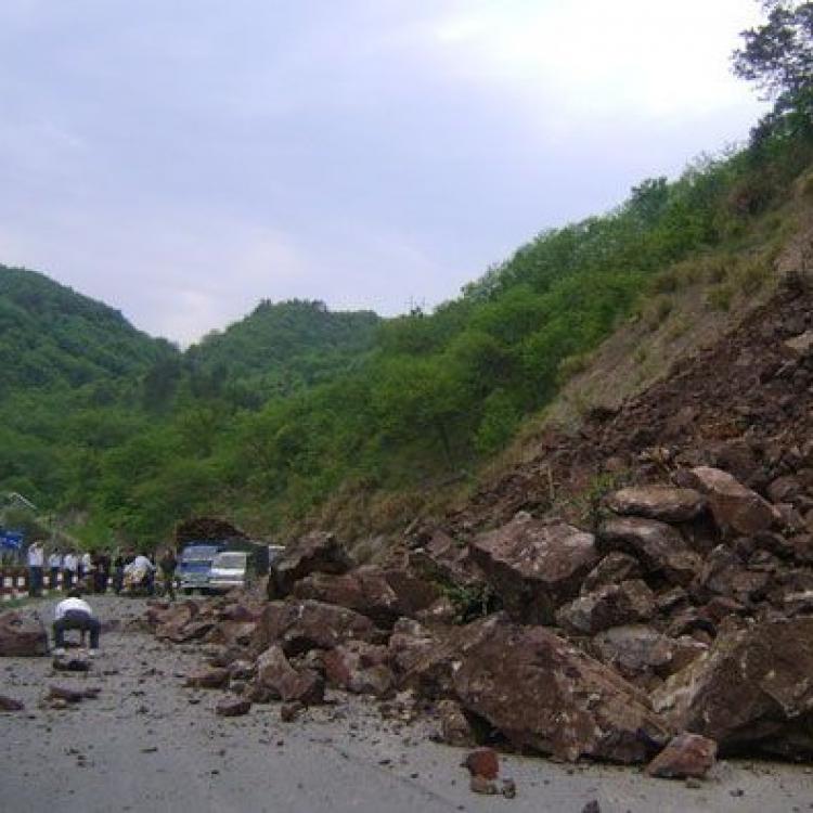 廣東雲浮山泥傾瀉釀五死
