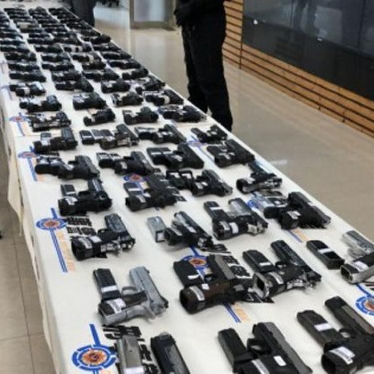 港進口貨櫃藏109把槍逾萬發子彈