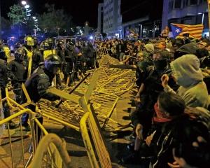 獨派發動示威與警衝突