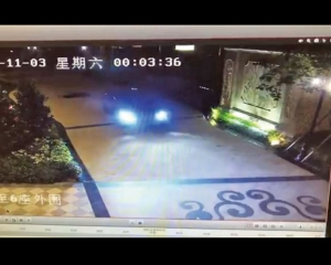 女子遭車拖行兩秒 重傷昏迷