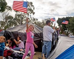 特朗普:暫不准移民入境