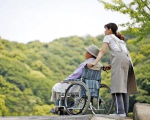 譚司:「照顧者津貼」研究年底出台