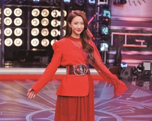 菊梓喬贏女歌手獎 做「一姐」