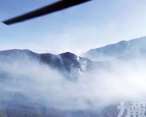 三架直升機灑水70噸