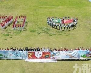 兩地學生合繪20米長畫賀回歸