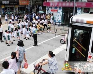 治安警多措施助學童返校