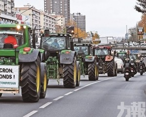 農民開拖拉機堵塞巴黎