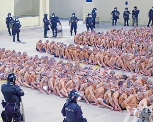 囚犯人貼人零社交距離