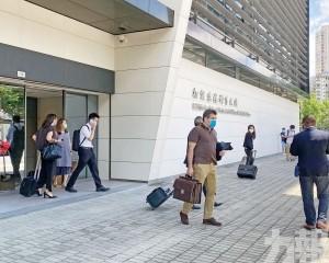 疑助兩人技術移民來澳