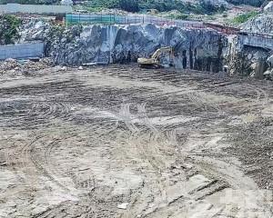 石排灣積水深坑回填料年底完工