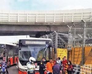 男童被巴士撞傷 疑圍欄阻視線